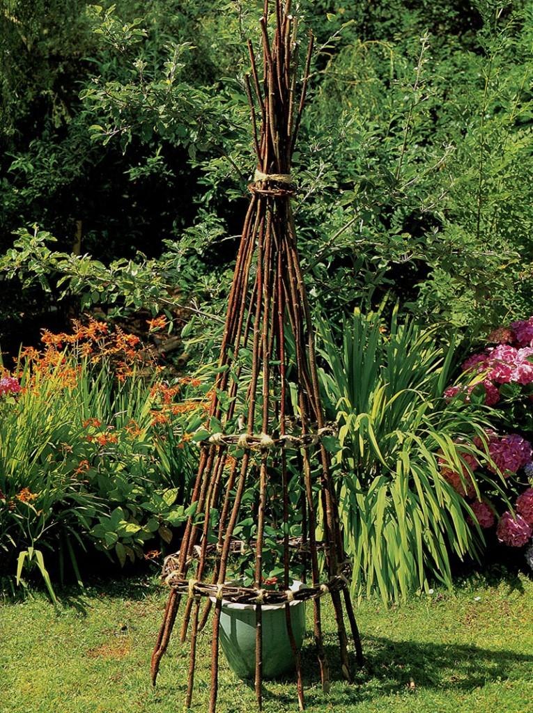 садовый-конус-из-прутьев